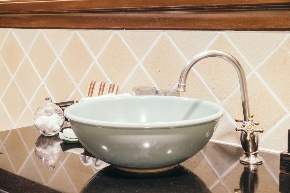 Interior design tips for choosing the right bathroom tiles
