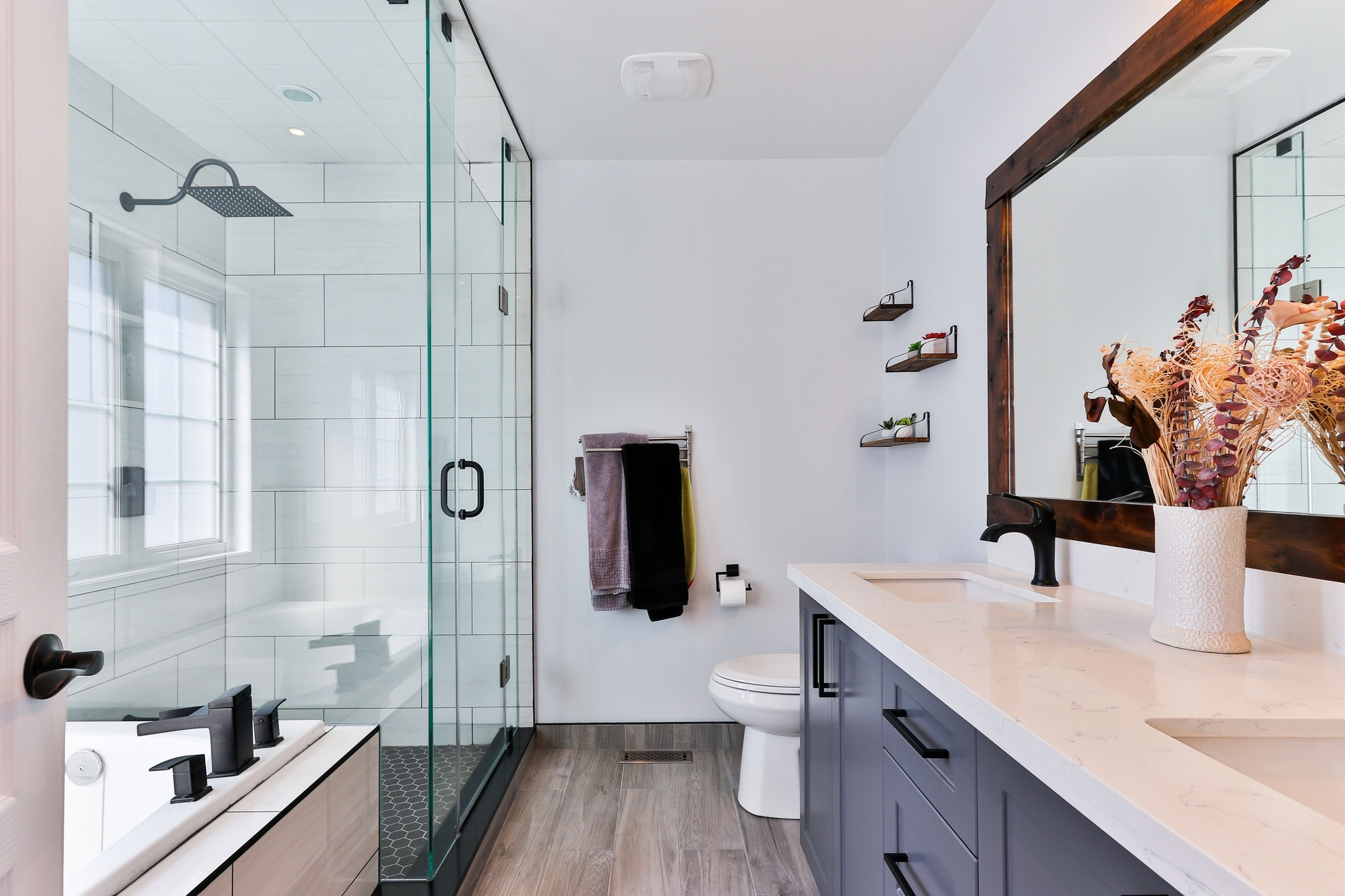 """How to Create the Perfect """"His and Hers"""" Bathroom"""